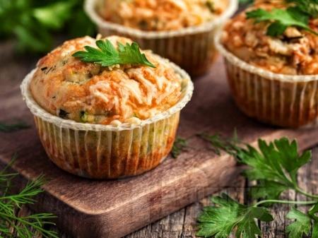 Солени мъфини с тиквички и сирене - снимка на рецептата